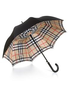 "I want this Burberry umbrella. Everytime I would look up at the Burberry plaid inside of the umbrella as I walked along; I would be ""Singin In The Rain"". Marca Burberry, Zapatillas Louis Vuitton, Marken Outlet, Burberry Women, Burberry Plaid, Burberry Shorts, Burberry Print, Under My Umbrella, Black Umbrella"