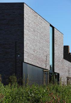 Eva : mooie gevelsteen. mooie vormgeving. // Egide Meertens Architecten - Riemst - Architects