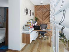 Wandpaneele und kleiner Schreibtisch im gleichen Holzton