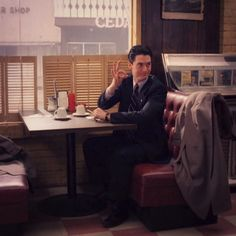 Agent Cooper Twin Peaks Tv, Twin Peaks 1990, Agent Spécial, David Lynch Twin Peaks, Laura Palmer, Special Agent, Best Tv, Favorite Tv Shows, Movies And Tv Shows