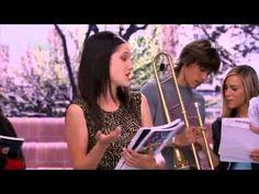 """Violetta 1 - Angies Rettung XD Folge 80  Jade hat Angie mit einem Glätteisen angegriffen, daher ist diese """"ein bisschen"""" verwirrt! :)"""