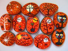 Painted Halloween rocks Size : betwen 1.5 - 2.5 inches Acrylic paints, river rocks, matte finish Please message me which one(s) you are interested in (click Ask a Question). If sold, I will paint new and ship in 3-5 days. If your favorite rock is sold out, I will paint a new one for you. Thank you for visiting