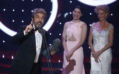 El actor Ricardo Darín recibe el Goya al mejor actor por su papel en 'Truman'.