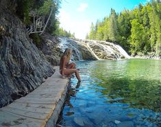 You absolutely have to go swimming in this natural turquoise water pool in Quebec - Narcity Old Quebec, Quebec City, Camping Quebec, Places To Travel, Places To See, Ontario Parks, Canadian Travel, Camping World, Summer Pictures