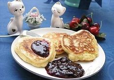 Picture of Recept - Jogurtové lívance Vindaloo, Breakfast Bake, Pancakes, Food And Drink, Low Carb, Baking, Fitness, Bakken, Pancake