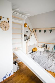 """Rutsche im Kinderzimmer Make fun in the nursery: The children's slide """"Rutschi"""" by Kaether & Weise, which can be easily attached to a chair or a bed. To the slide's directly on the link."""