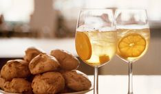 Champagne Cocktail, Champagne Bottles, Sparkling Wine, Mary Berry Fruit Scones, British Cook, 10 Minute Meals, New Recipes, Favorite Recipes, Easter Dishes