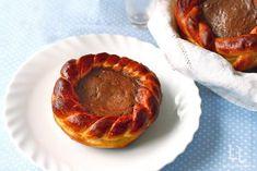 Coronite pufoase cu ciocolata Biscuit, Pancakes, Pie, Breakfast, Desserts, Food, Food And Drinks, Torte, Morning Coffee
