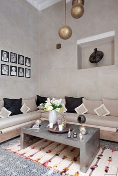 Riad Anata - Galerie Photo Riad Anata Fès Maroc Interior Design Elements, Beautiful Interior Design, Moroccan Design, Moroccan Decor, Design Hotel, House Design, Villa Design, Design Marocain, Small Guest Rooms