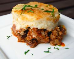 Hachis Parmentier - a typical french dish. A layer of mashed potatoes and a layer of juicy ground beef. Hachis Parmentier is often described as a French version of shepherd's pie. It is French comfort food at its best and it is fairly easy to prepare. Meat Recipes, Dinner Recipes, Cooking Recipes, Yummy Recipes, French Dishes, Good Food, Yummy Food, Dorie Greenspan, Food Inspiration