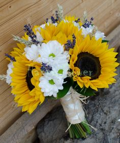 Buchet mireasa din floarea soarelui si flori de camp - Happy Flower - Florarie online Yellow Wedding, Weeding, Wedding Bouquets, Floral Arrangements, Beautiful Flowers, Plants, Home, Sunflowers, Grass