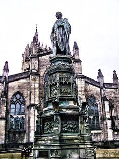 John Knox statue in front of St. Giles