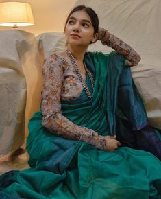 6 Tips to Look Stylish in Formal Office Wear Sarees Silk Saree Blouse Designs, Saree Blouse Patterns, Lehenga Designs, Kathak Costume, Saree Color Combinations, Formal Saree, Dress Indian Style, Indian Outfits, Indian Wear