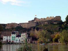 El castell de Móra d'Ebre, declarat Bé Cultural d'Interès Nacional, es troba a la part alta del nucli antic de la vila. Bon diumenge!  #MoradEbre #GaudeixMoradEbre #castell #patrimoni  Foto. Ajuntament de Móra d'Ebre