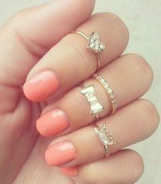 Crystal Diamond Midi Rings and peach nails. LOVE IT