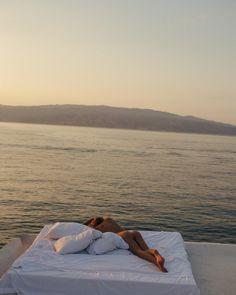 Too beautiful to sleep inside 💕