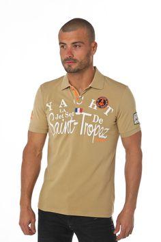 Polo homme beige uni associant des imprimés blancs, un écusson brodé et une  patte de boutonnage au biais orange fluo, réunis sur une maille en coton  piqué ... 48ef68c9a1ea