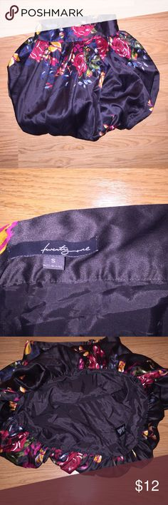 Floral Bubble Skirt Sz S Silky, floral black bubble skirt from Forever 21, Sz S. Zips up the back. Great condition! Forever 21 Skirts Mini