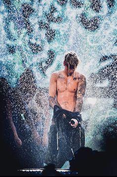 Justin Bieber singing Sorry on Purpose World Tour . Moda Justin Bieber, Justin Bieber Fotos, Justin Bieber Style, Justin Bieber Pictures, Justin Bieber Lockscreen, Justin Bieber Wallpaper, Justin Baby, Justin Hailey, Ex Amor