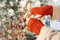 Orange Cable hand warmer, made with Hand painted merino wool, woman's arm warmer in a orange soft hand painted merino wool perfect for most seasons. This design is a perfect addition to any...@ artfire