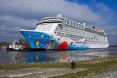 Norwegian Breakaway on the river Ems