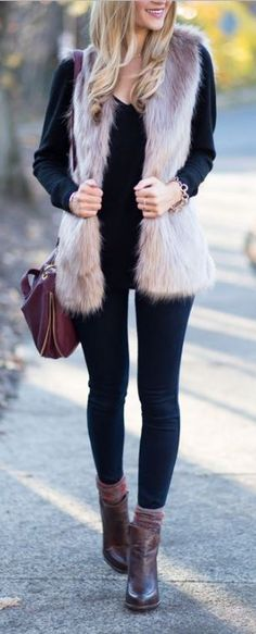 New Camel Ankle Boats Outfit Winter Chic Ideas Legging Outfits, Fur Vest Outfits, Black Leggings Outfit, Sporty Outfits, Leggings Fashion, Cute Outfits, Winter Outfits For Work, Casual Winter Outfits, Fall Outfits