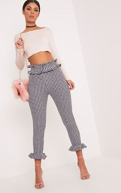 White Gingham Frill TrousersWe are inlove with gingham this season! And we are even in more inlov. Fashion Pants, Look Fashion, Fashion Dresses, Womens Fashion, Classy Outfits, Chic Outfits, Plaid Outfits, Night Outfits, Trousers Women