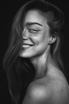 Trendy vintage nature photography black and white smile Ideas Freckle Photography, Art Photography Portrait, Photography Women, Smiling Photography, Photography Tips, Street Photography, Landscape Photography, Fashion Photography, Wedding Photography