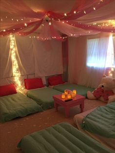 Last Minute Sleepover Ideas for Sleepover Party Freshman retreat. Last Minute Slee 13th Birthday Party Ideas For Girls, Birthday Sleepover Ideas, 13th Birthday Parties, Spa Birthday, Slumber Party Ideas, Spa Party, 10th Birthday, Cool Sleepover Ideas, Party Ideas For Teenagers