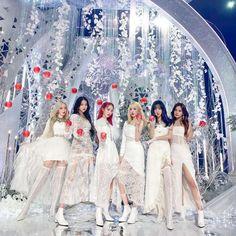 Stage Outfits, Kpop Outfits, South Korean Girls, Korean Girl Groups, Apple Dress, Pelo Bob, Latest Music Videos, Asian Celebrities, G Friend