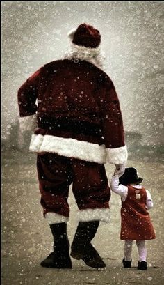 walkin in the snow with santa et oui le pere noel est devenue grand pere noel Noel Christmas, Father Christmas, Little Christmas, Winter Christmas, Vintage Christmas, Xmas, Santa Claus Is Coming To Town, Theme Noel, Santa Baby