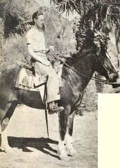 Leslie Howard on horseback possibly at La Quinta where he frequently vacationed, 1934 Leslie Howard, London United Kingdom, Home Movies, Guys Be Like, Classic Hollywood, Candid, The Man, Famous People, Home