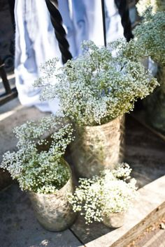 another altar idea would be to group several different size vase containers in groups of 3 to 5 on either side and fill with babys breath