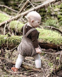 «Åhhhh... septemberskog ❤❤❤ Veldig klar for hyttesesong!! #tbt #eventyrskogen #linneadrakt #strikkezilladesign #ballongbuksemedsmekke #gustavogberta»
