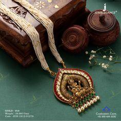 Mit dem traditionellen Look akzentuieren . - Mit dem traditionellen Look akzentuieren … # - Gold Temple Jewellery, Fancy Jewellery, Gold Jewellery Design, Gold Jewelry, Women Jewelry, Gold Jhumka Earrings, Affordable Jewelry, Fashion Jewelry, Ganesh Pendant