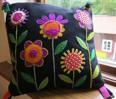 Scandinavian Embroidery, Swedish Embroidery, Blackwork Embroidery, Crewel Embroidery, Hand Embroidery Designs, Wool Applique Patterns, Felt Applique, Applique Quilts, Embroidery Patterns