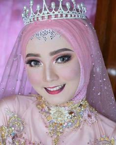 Muslimah Wedding Dress, Muslim Wedding Dresses, Hijab Bride, Wedding Beauty, Wedding Makeup, Diy Wedding, Wedding Hijab Styles, Sweet Makeup, Make Up Pengantin