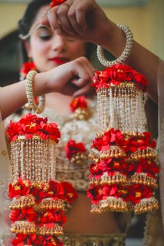 Trendy and unique colors for floral jewellery! Indian Bridal Outfits, Indian Wedding Jewelry, Indian Weddings, Bridal Dresses, Bridal Bangles, Bridal Jewelry, Flower Jewelry, Bridal Jewellery Collections, Bridal Chuda