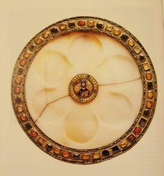 Patena con Cristo benedicente XI secolo  oreficeria bizantina  alabastro montato in oro Venezia Tesoro di San Marco