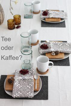 Tee oder Kaffee? Tischdekoration für einen Kaffeeklatsch