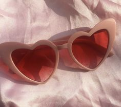 Pink, aesthetic, and glasses image Christian Dior Vintage, Street Style Photography, Fashion Photography, Cat Eye Sunglasses, Sunglasses Women, Vintage Sunglasses, Valentine Love, Valentines, Dessous Shop