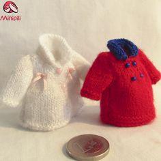 http://minipiliminiaturas.com/ Abrigos de invierno... Winter Coats... #Miniatures #Dollhouse #Miniaturas #Minis http://minipiliminiaturas.com/