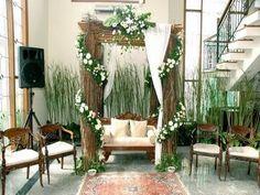 New wedding dresses simple garden ideas Wedding Arch Rustic, Wedding Ceremony Backdrop, Outdoor Ceremony, Wedding Ceremonies, Garden Wedding Dresses, Garden Wedding Decorations, Dress Wedding, Wedding Flowers, Vintage Backdrop