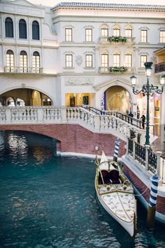 The shoppes at the palazzo las vegas palazzo las vegas and white wedding gondola at the ventetian the beauty of las vegas weddings at the venetian junglespirit Choice Image