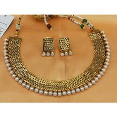 Lovely Pearl Neck Choker