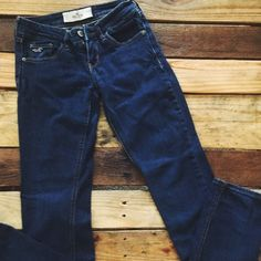 Hollister Dark Wash Skinnies Perfect condition Hollister Jeans Ankle & Cropped