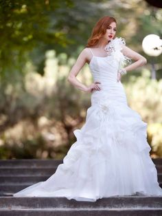 Glamorous sleeveless trumpet / mermaid floor-length wedding dress