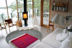 Rakas vanha valkoinen taloni Shag Rug, Furniture, Home Decor, Shaggy Rug, Decoration Home, Room Decor, Home Furnishings, Blankets, Home Interior Design