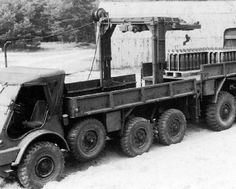 328 with HULO crane, artillerie 155mm ammo supply
