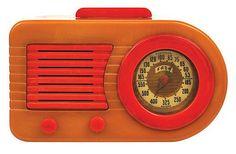 Fada 1000 Bullet Radio American, circa 1945 Frank Lloyd Wright, Art Deco, Vintage Wood, Retro Vintage, Old Time Radio, Retro Radios, Antique Radio, Transistor Radio, Record Players